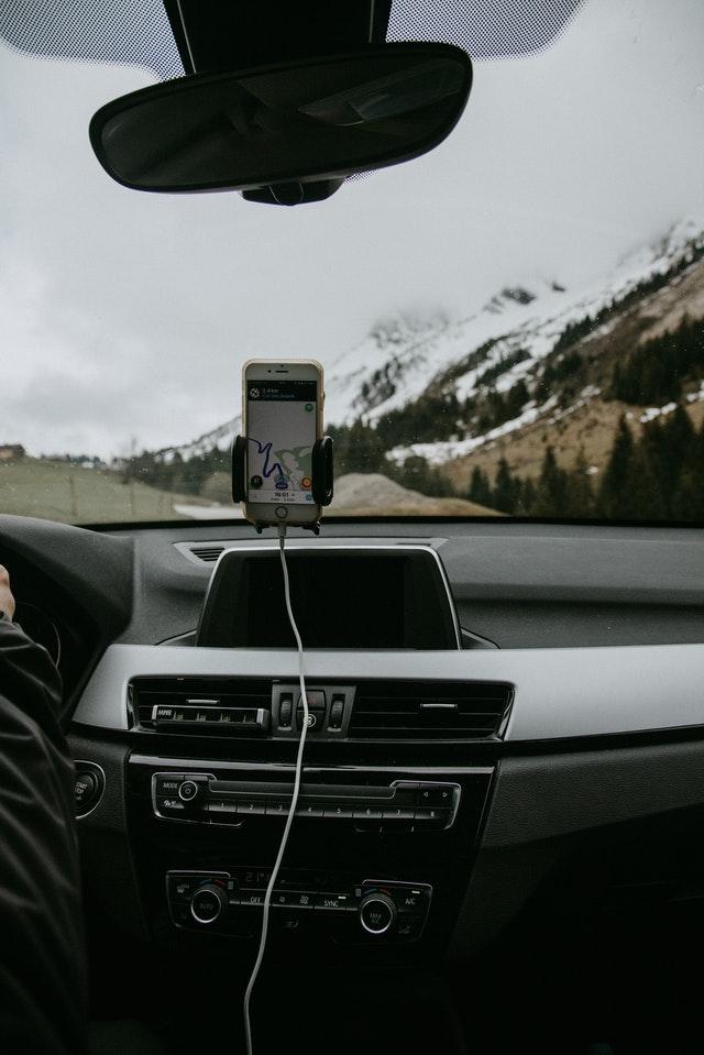 marre des supports de téléphone trop gros : opter pour le support magnétique pour smartphone
